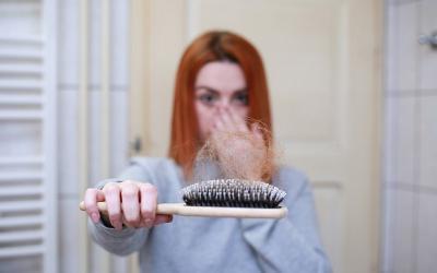 Rambut Rontok Usai Terinfeksi Covid-19, Rawat dengan 4 Bahan Ini
