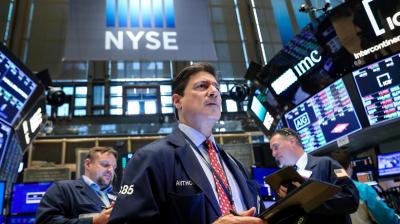 Wall Street Perkasa Ditopang Saham Apple