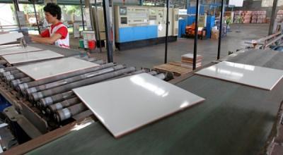 Masuk Sektor Kritikal, Industri Keramik Bisa Beroperasi 100%