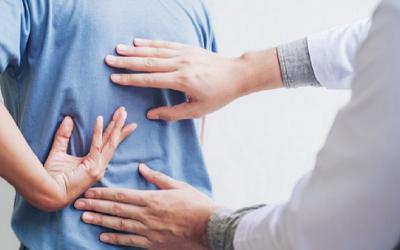 Nyeri Pinggang Dibarengi dengan Gangguan Buang Air Kecil Harus Segera Ditangani Dokter