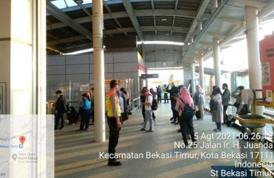 PPKM Level 4, Penumpang KRL Ramai di Sejumlah Stasiun Pagi Ini