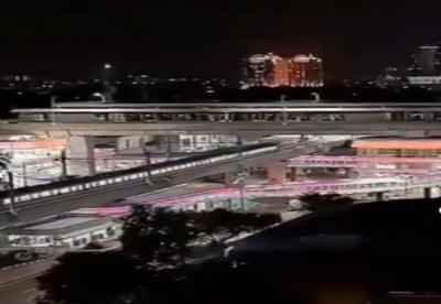 Skybridge Halte CSW Kebayoran Baru Terlihat Indah di Malam Hari, Dihiasi Lampu Warna-Warni