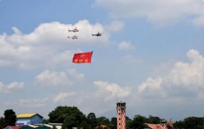 6 Pesawat TNI AU Kibarkan Bendera di Atas Langit Bogor Jelang HUT Ke-76 RI
