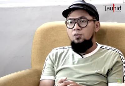Kisah Reda Samudera Eks Vokalis Speaker First Hijrah Setelah Dihadiahi Buku
