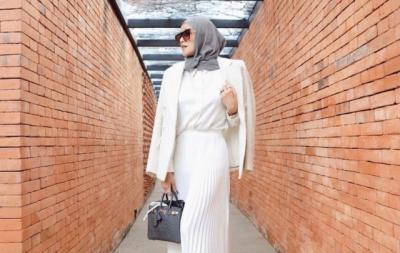 4 OOTD Hijab Olla Ramlan Dipadu Padan dengan Blazer, Kece Banget