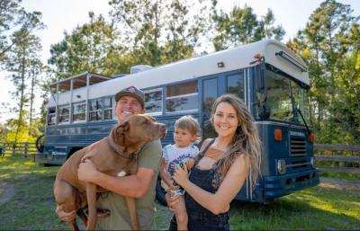 3 Tahun Tinggal di Bus, Keluarga Ini Berbagi Tips Long Travel Bareng Anak
