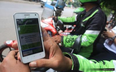 Jangan Tempel Ponsel di Phone Holder Sepeda Motor, Ini Efek Buruknya