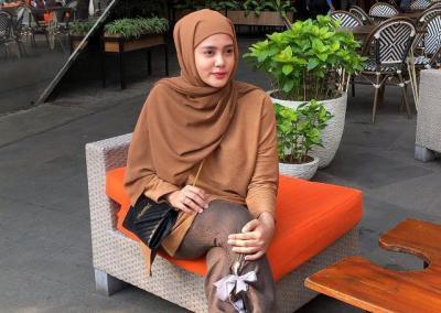 4 Gaya Hijab Stylish Cantik Biby Alraen, Istri Aktor Ganteng Rifky Balweel