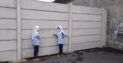 3 Sekolah atau Fasilitas Pendidikan yang Aksesnya Diblokade Tembok