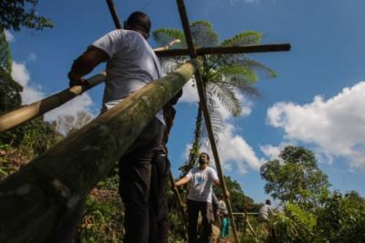 Gotong Royong Relawan MNC Peduli, Bantu Petani Panen Kopi hingga Perbaiki Jembatan