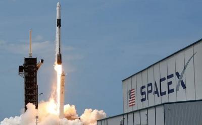 SpaceX Sukses Terbangkan 4 Astronaut Sipil ke Luar Angkasa