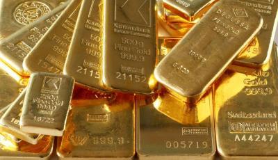 Anjlok 2,1%, Harga Emas Dijual USD1.756 Ounce