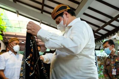 Menko Airlangga: Batik Selalu Menjadi Pakaian Resmi Seragam Pemerintah