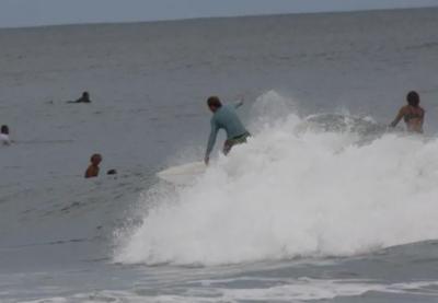 Momen Menegangkan Remaja Nyaris Tewas Diserang Hiu saat Surfing