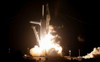 SpaceX Bawa 4 Orang ke Luar Angkasa, Ada Miliarder