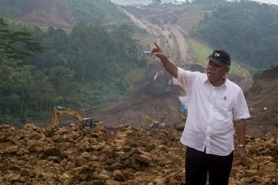 Tanah di Jakarta Turun 5-10 Cm Tahun, Pembangunan Tanggul Mendesak