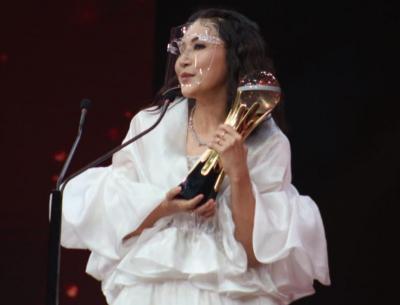 Bawa Pulang Piala Obsesi Awards 2021 Kategori Lovely Mom Terobsesi, Sarwendah: Terima Kasih Semua