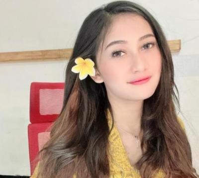 Pramugari Eliska Parker Berpakaian Adat Bali, Netizen: Cantik Tiada Duanya