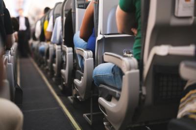 Cerita Pramugari Hentikan Pertengkaran Penumpang Gegara Sandaran Tangan di Pesawat