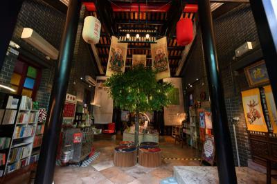 Traveling ke West Kowloon Hong Kong, Ini 4 Wisata Unik yang Wajib Dikunjungi