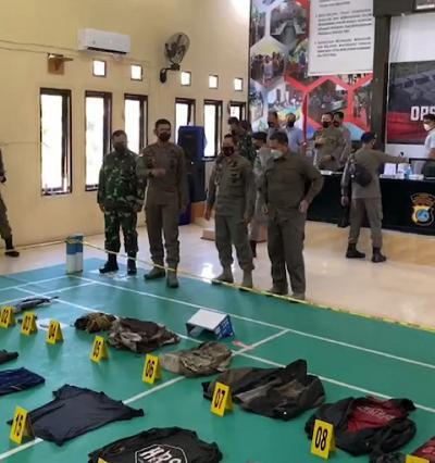 Senjata Laras Panjang M16 dan Dua Bom Diamankan Dalam Penangkapan Ali Kalora