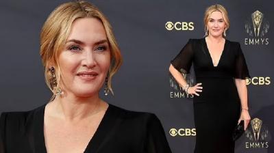 Cantiknya Kate Winslet Bergaun Hitam, Menang Nominasi Aktris Terbaik Emmy Awards 2021