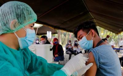 Bank Dunia Puji Vaksinasi RI Tembus 100 Juta, Menko Airlangga: Ini Berkat Kerja Sama Berbagai Pihak