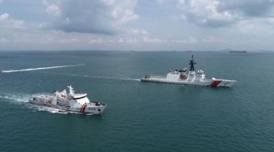 KN Pulau Dana 323 Bakamla Passing Exercise Bersama USCGC Munro 755