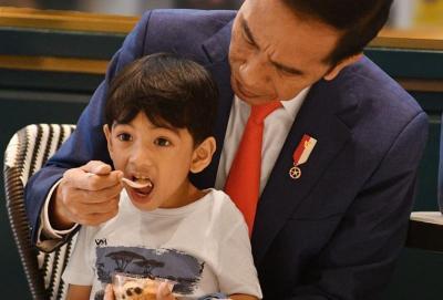 5 Momen Kebersamaan Jokowi dan Jan Ethes, Sepeda Bareng hingga Main Tinju
