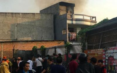 Rumah di Kalideres Terbakar, 4 Unit Mobil Damkar Dikerahkan