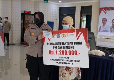 Polres Jakpus Salurkan Bantuan Tunai untuk 4.500 PKL dan Warung