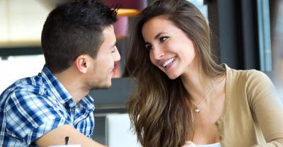 6 Tips Kencan dengan Wanita Lebih Tua, Ingat Dia Bukan Ibumu Guys!