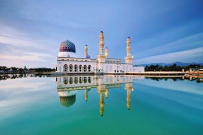 10 Masjid Terapung Paling Terkenal di Dunia, Arsitekturnya Sangat Indah
