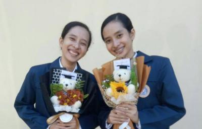 Andari dan Andani, Wisudawati Kembar yang Kompak Lulus dari Farmasi Unair