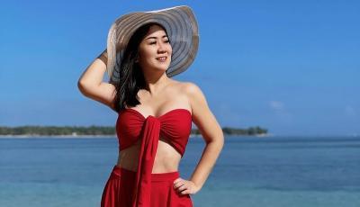 Aura Tante Ernie Pakai Bra Merah Makin Membara, Netizen: Selalu Menggoda!