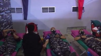 TNI AL Gelar Donor Darah Sambut HUT ke-76 TNI
