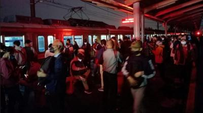 Cuaca Buruk, Lampu Peron Stasiun Depok Padam