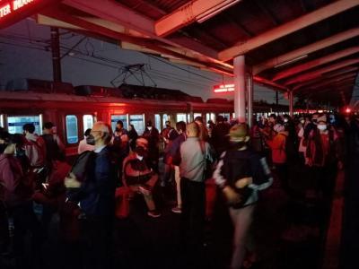 Lampu Peron Stasiun Depok Padam, Petugas: Akibat Hujan Badai