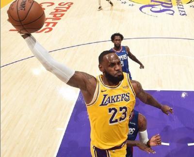 Ternyata, LeBron James Tak Pernah Menangi Laga Playoff di Kandang Selama Bela LA Lakers