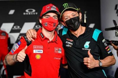 Dimentori Valentino Rossi, Gaya Balap Francesco Bagnaia Justru Mirip Jorge Lorenzo
