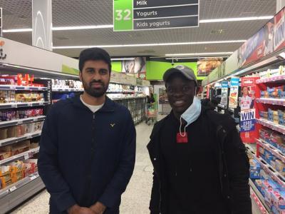 Kisah Pesepakbola Muslim Klub Chelsea N'Golo Kante Tak Lelah Ladeni Fans Berswafoto