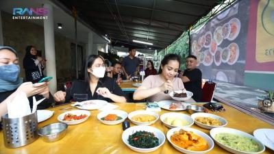 Ngidam, Nagita Slavina Bawa Restoran Padang ke Rumah