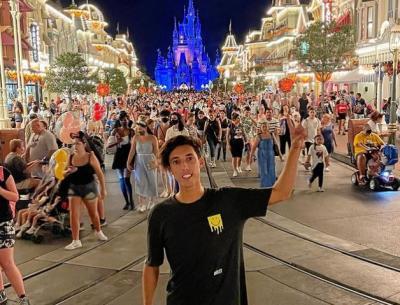 Terobos Area Terlarang, Influencer Dilarang Masuk Disney World 6 Bulan