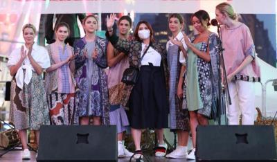 Cerita Coreta Louise Kenalkan Batik ke Warga New York