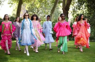 8 Prediksi Tren Fashion 2022 dari London Fashion Week