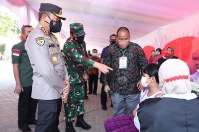 Tinjau Vaksinasi di SMPN Pekanbaru, Panglima TNI Dialog dengan Siswa
