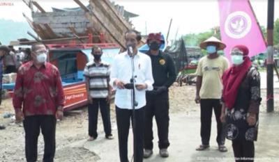 Tinjau Vaksinasi Door to Door di Kampung Nelayan, Jokowi: Harus Tetap Prokes