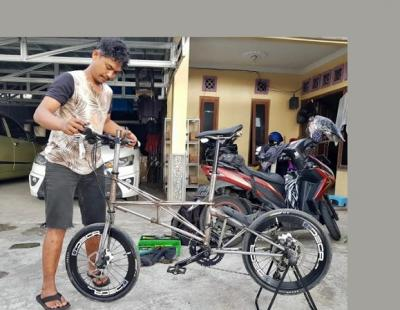Tak Punya Panggung, Drummer Band Banting Setir Jadi Mekanik Sepeda