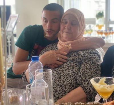 4 Potret Pesepakbola Muslim Klub Chelsea Hakim Ziyech Sayang Uminya, Patut Ditiru