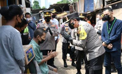 HUT Ke-66 Polantas, Korlantas Polri Salurkan 1.000 Paket Sembako ke Warga